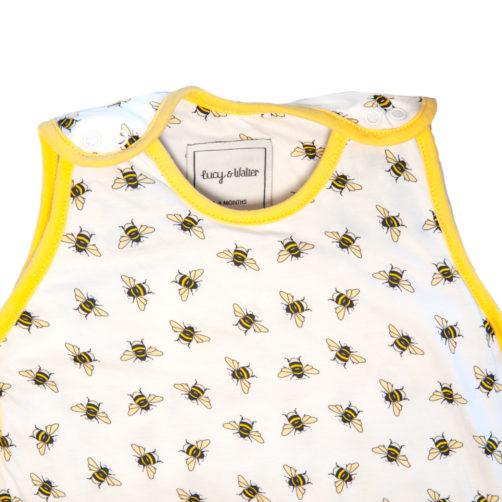 bee-hugsie-neck